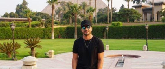 مغني Despacito يلتقط صوراً مع أهرامات الجيزة قبل حفل الساحل.. هذا ما قاله عن مصر
