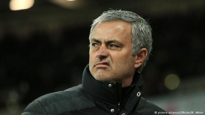 Fußball Mimik Trainer Jose Mourinho (picture-alliance/Offside/M. Atkins)