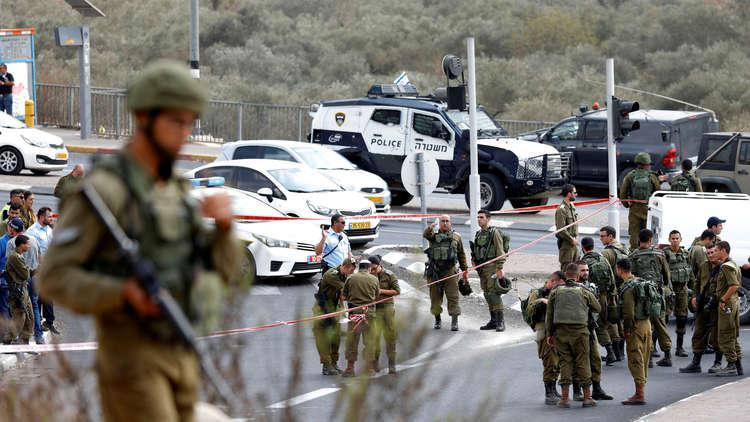 قوة إسرائيلية كبيرة تقتحم مدينة البيرة وتحاصر وزارة المالية!