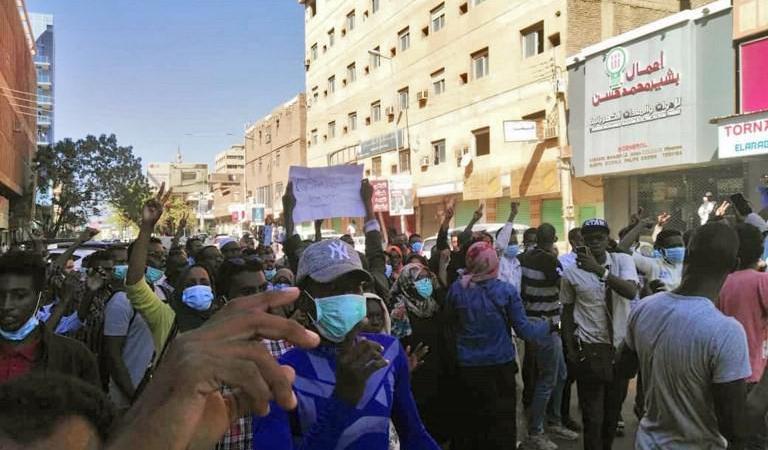 من المظاهرات المناهضة للحكومة في السودان (أ ف ب)