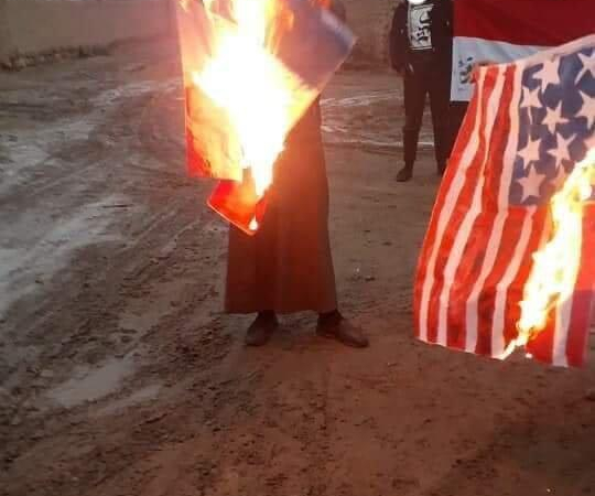 الرقة تحرق الأعلام الأمريكية والفرنسية