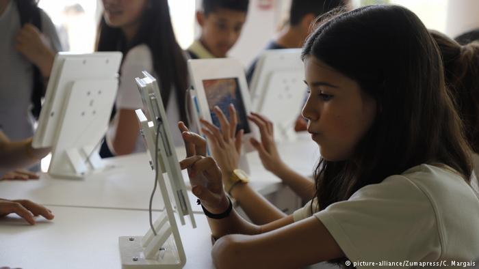 Digitale Schule Spanien Palma (picture-alliance/Zumapress/C. Margais)