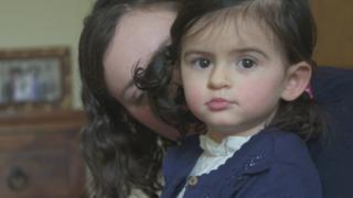 """ابنتي المصابة بمرض نادر """"قنبلة بشرية موقوتة"""""""