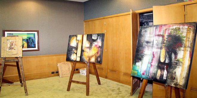 معرض عن معاناة السوريين جراء الحرب الإرهابية للفنان مجد عزوز