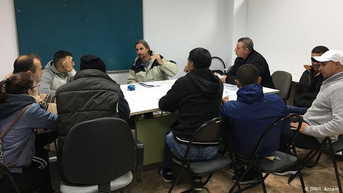 Treffen zwischen Gewerkschaftern und Arbeitern in San Isidro, Südspanien (DW/I. Azzam )