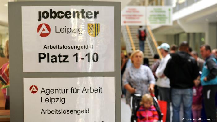 Bundesagentur für Arbeit in Leipzig Archiv 2011 (picture-alliance/dpa)