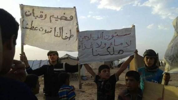 """منسق هيئة المصالحة: مسلحون يقتلون عائلة في مخيم """"الركبان""""!"""