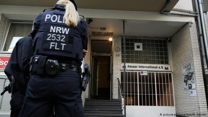 Razzien gegen islamistisches Netzwerk Düsseldorf Polizei (picture-alliance/dpa/M. Gerten)