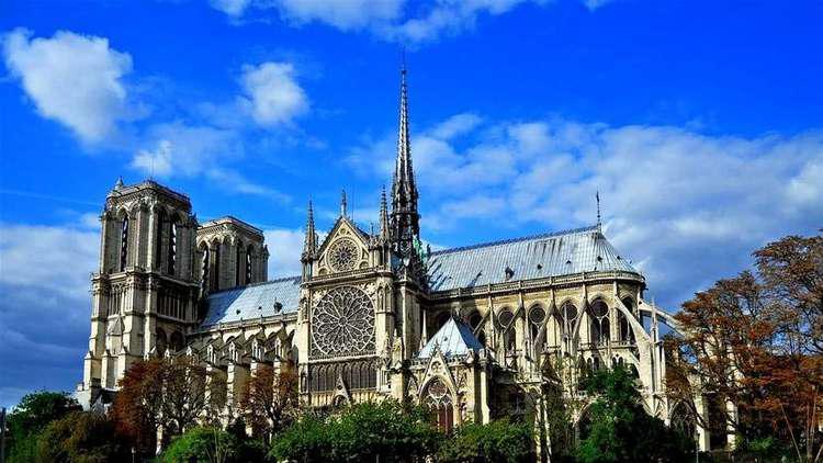 كاتدرائية نوتردام.. معلم باريسي شهد تاريخ فرنسا على مدى قرون