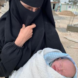 النسوة والأطفال الذين تخلى عنهم العالم