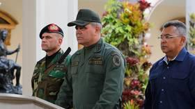 وزير الدفاع الفنزويلي: مستعدون لاستخدام السلاح في حال الضرورة