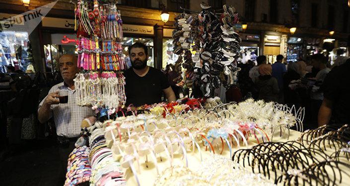 أسواق دمشق الشعبية تستعيد ازدحام أعياد ما قبل الحرب