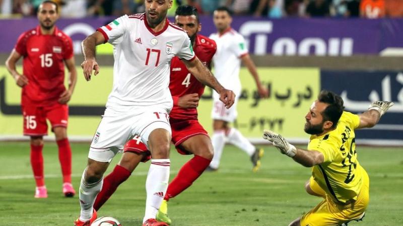 خسر المنتخب السوري أمام نظيره الإيراني 0-5 في مباراة دولية ودية أُقيمت في طهران (أ ف ب)
