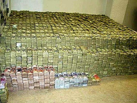 غرفة سرية مليئة بالدولارات في ريف دمشق..هذه تفاصيلها!