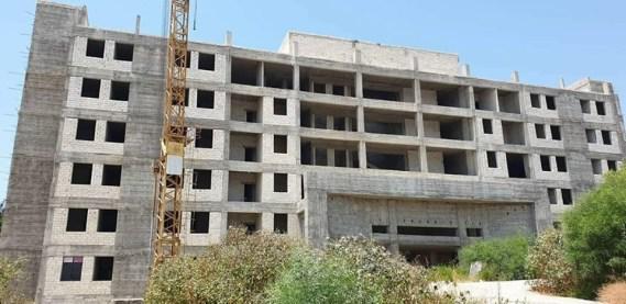 """بعد 9 سنوات وتفجير.. الحكومة توافق على عقد إكساء مشفى """"جبلة""""!"""
