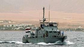 البحرية المصرية تنقذ قاربا سياحيا من الغرق في البحر الأحمر