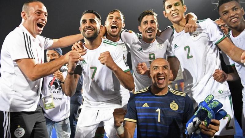 يقدّم منتخب الجزائر أداء رائعاً في البطولة فيما تطوّر أداء تونس في المباراة الأخيرة (أ ف ب)