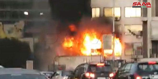 اندلاع حريق ضمن برج دمشق وعناصر الإطفاء يعملون على إخماده
