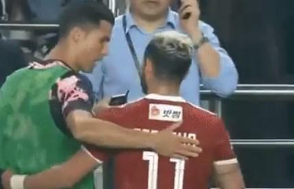 رونالدو يوجّه التحية للاعب