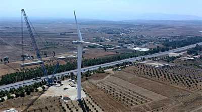 كهرباء حمص تنهي أعمال الربط الشبكي مع أول عنفة ريحية لتوليد الكهرباء في سورية