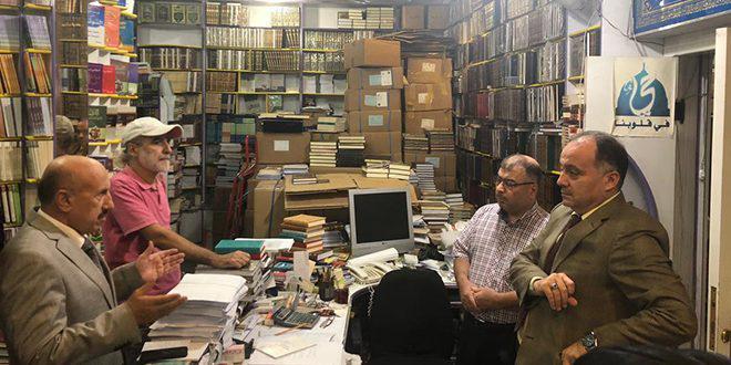 جولة في سوق الحلبوني للمكتبات توعيةً بأهمية تطبيق قانون الملكية الفكرية