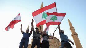 اللبنانيون يواصلون الاحتجاجات لليوم السادس
