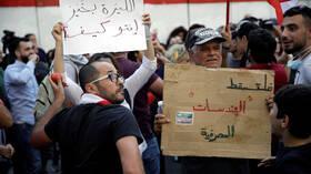 لبنان.. انضمام موظفي المصارف والاتصالات للاحتجاج