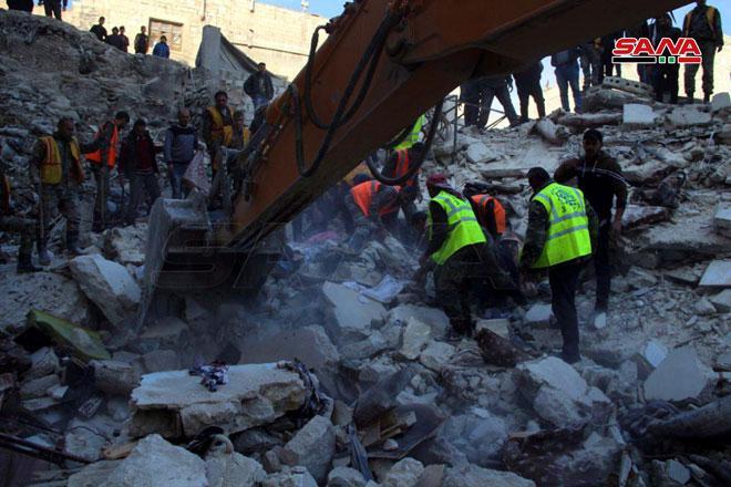 وفاة امرأة وإصابة شخص بجروح جراء انهيار مبنى في حي المعادي بحلب القديمة