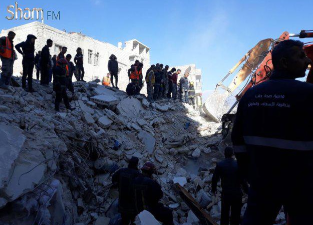وفاة خمسة مدنيين بانهيار بناء في حلب