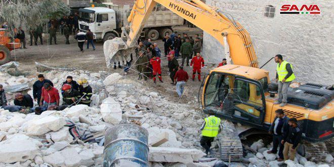ارتفاع عدد ضحايا انهيار المبنى في حي المعادي بحلب القديمة إلى 12