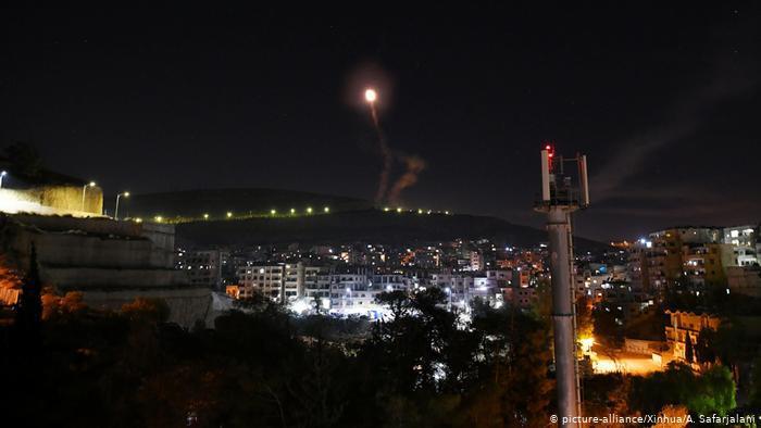 الدفاعات الجوية السورية بعد هجوم صاروخي إسرائيلي على دمشق (أرشيف)