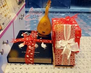 بالفالنتاين عاشق اشترى هدية ولم يهدها وعاشقة طلبت هديتها
