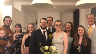 """حفل زفاف عبر فيسبوك للتحايل على قيود """"كورونا"""""""