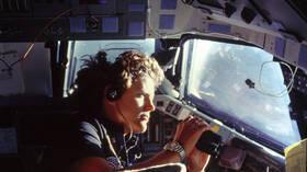 رقم قياسي جديد .. أول أمريكية تسير في الفضاء وتغوص إلى أدنى نقطة على وجه الأرض