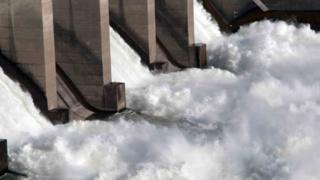 مزايا وعيوب الطاقة المتجددة التي توفرها السدود الضخمة التي تقام على الأنهار