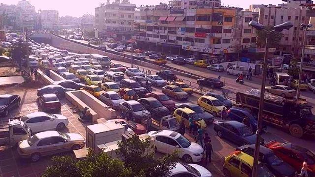 معاقبة السيارات التي تتجاوز الدور على المحطات في اللاذقية بسحب مخصصاتها