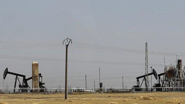 الاحتلال الأمريكي يخرج عشرات الصهاريج من النفط السوري باتجاه العراق