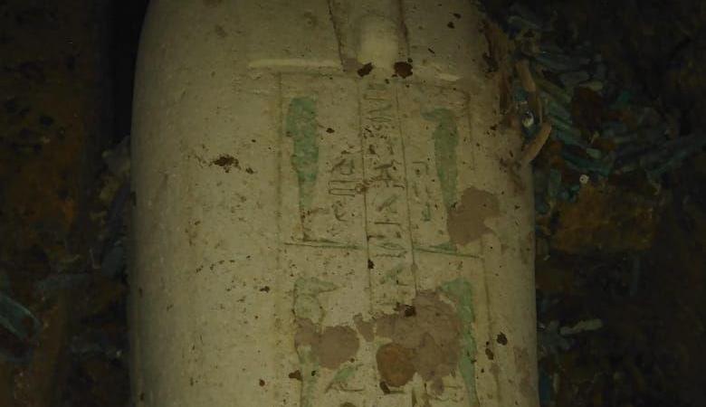 مصر.. العثور على تابوت حجري وتماثيل من الأوشابتي بمنطقة آثار الغريفة بالمنيا