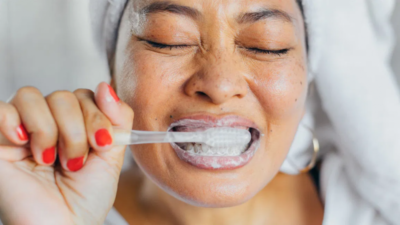 كيف تنظف أسنانك بطريقة صحيحة - تنظيف أسنانك - فُرشاة الأسنان - أكثر تقنيات تنظيف الأسنان فعالية - الاعتناء وغسيل أسنانك بانتظام