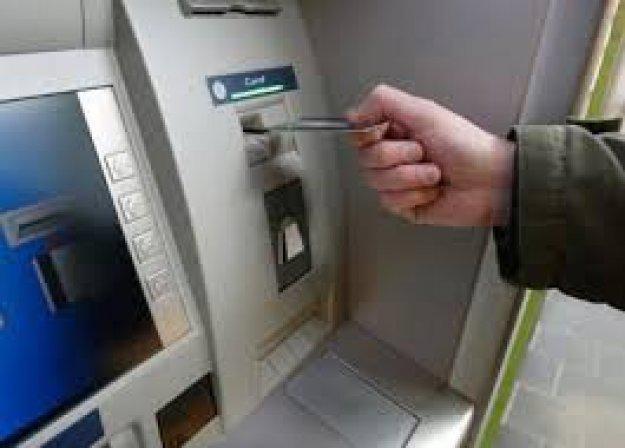 المصرف التجاري بدير الزور يتابع إصلاح الصرافات ضمن المدينة