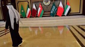 مغردون خليجيون ينشرون صورا تجمع الملك السعودي وولي العهد مع أمير قطر احتفاء بالقمة الخليجية