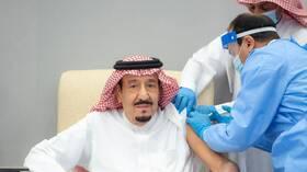 بالفيديو.. الملك سلمان يتلقى الجرعة الأولى من لقاح مضاد لفيروس كورونا