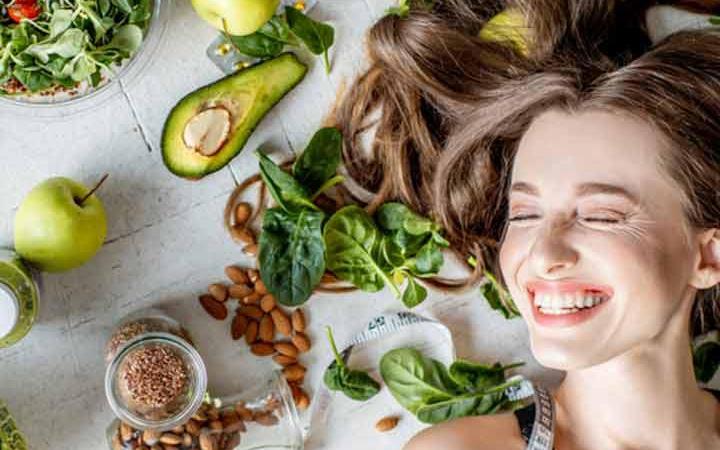 أفضل عشرة أطعمة للحفاظ على شعر صحي