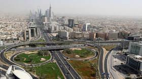 السعودية.. تراجع طفيف في إصابات كورونا اليومية