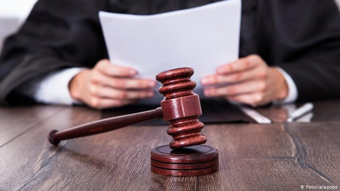 صورة رمزية لمحاكمة