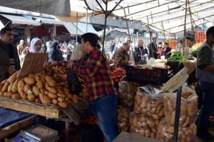 وزير التموين: جميع السلع الغذائية الاساسية متوفرة في الأسواق