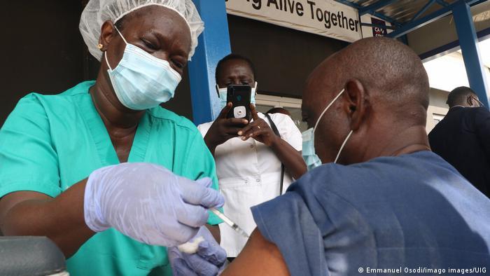 حملة التطعيم ضد فيروس كورونا في كينيا