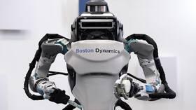 مهندسون أمريكيون يبتكرون روبوتا طائرا بساقين
