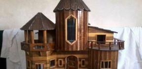 بسام سراي الدين.. فنان يصمم مجسمات خشبية مستمدة من الحياة