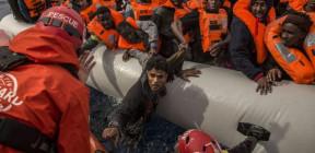 إنقاذ نحو 40 لاجئا غرق قاربهم قبالة السواحل اللبنانية